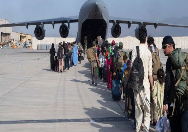 Afghans told to leave Kabul airport over 'very credible' Islamic State threat